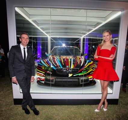 Jeff Koons' BMW Art Car feierte Nordamerika-Premiere auf der Art Basel in Miami Beach (FOTO)
