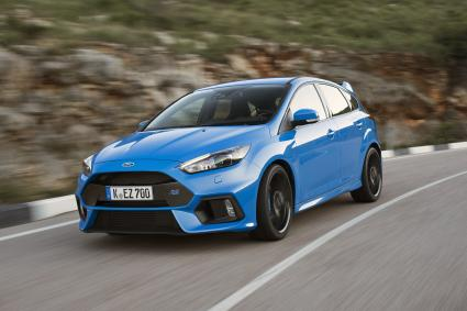 Experten-Jury der Vehicle Dynamics International wählt Ford Focus RS zum Car of the Year 2016 (FOTO)